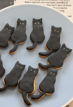 black cat cookies (cute)! (recipe en franca is) - via The Vanilla Bean Blog.