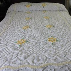 Lovely twin size chenille bedspread. Summer weight.