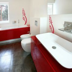 love the red and the red accents on the wall