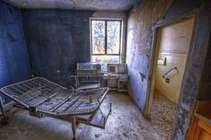 Abandoned Linda Vista Community Hospital with pictures and videos. Thanks to reading this I can't sleep. old hospitals, lights, houses, abandon hospit, california, senior photos, los angeles, ruins, apartments