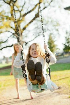 Or spend an afternoon on the swing.   31 Impossibly Sweet Mother-Daughter Photo Ideas