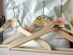 It's really easy to update those dull hangers. Here's how :) | #Punainenkatto cloth hanger