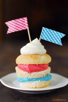 4th of July Recipes Cupcake!! LOVE this idea :)