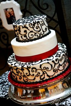 Regal, black, white and red wedding cake... Wedding ideas for brides, grooms, parents & planners ... https://itunes.apple.com/us/app/the-gold-wedding-planner/id498112599?ls=1=8 … plus how to organise an entire wedding, without overspending ♥ The Gold Wedding Planner iPhone App ♥