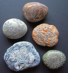 Stone Art - Five Beautiful Painted Stones - Three Geckos, One Turtle and One Sun Design - Great for a Table Grouping or Out in Your Garden.