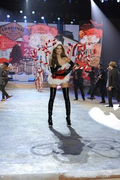 Victoria's Secret Fashion Show 2012 [lots of pictures] | Irisa