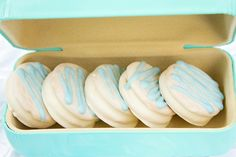 Tiffany's chocolate covered Oreos #babyshower #tiffanys