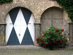 Harlequin Garage Door!! LOVE THESE DOORS!! WANT!