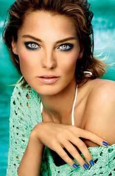 Summer makeup - ultramarine green eyes, bronzed skin, and glossy lips