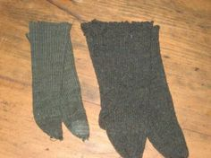 EARLY-HAND-KNIT-DOLL-SOCKS-AND-CHILD-S-SOCKS  Would be great for an early doll..............