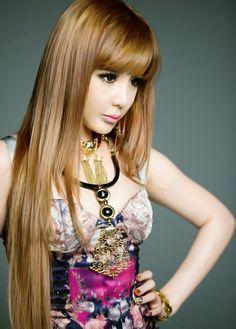 I ♥ Park Bom's style!