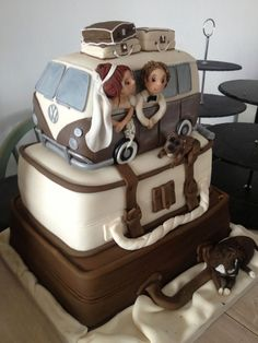Bus cake & luggage #kombilove