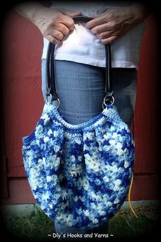 ~ Dly's Hooks and Yarns ~: ~ a granny bag ~  And she used hot glue to attach the lining.