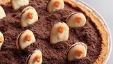 How to Decorate the Graveyard Pie Video - Decorate ice cream dessert with a dose of creepiness using store-bought sandwich cookies and candy skulls.