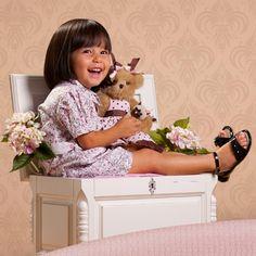 Os calçados infantis Toke são trabalhados à mão, com couro natural e sempre de olho nas recomendações ortopédicas, evitando que o seu filho pise errado e comprometa o seu desenvolvimento. Produtos com conforto e segurança, sempre com muito estilo e charme. Clique para comprar: www.Dinda.com.br