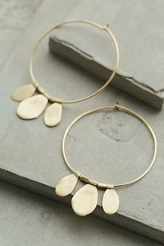 gorgeous gold hoop e