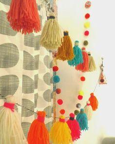 christmas garland yarn, yarn tassle garland, tassl garland, tassel, diy