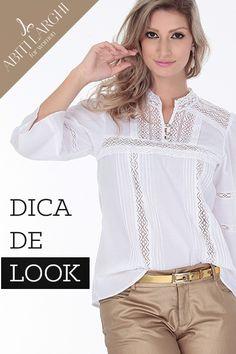 As mulheres com estilo mais romântico podem apostar nas camisas tipo bata, feitas em tecidos leves e que têm como forte as rendas que dão um ar Vintage à peça. Experimente combinar com peças modernas para equilibrar o look.