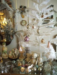 Gorgeous Christmas Display--love the vintage white tree.