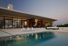 modern beach homes | Modern beach house design with outdoor swimming pool