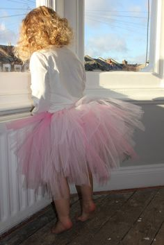 how to make a tu tu skirt -easy peasy !  Upsize it very easily for larger sizes (great for hen nights/race for life)!