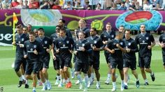 Euro 2012: Ashley Cole trains with England after stomach bug fears