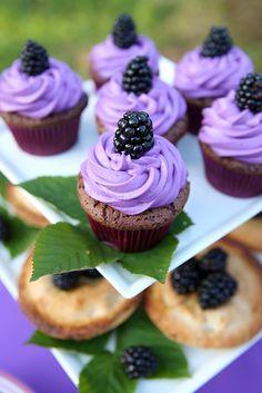 Blackberry Cupcakes | Pizzazzerie