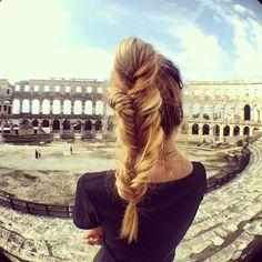 Barefoot Blonde- fishtail braid