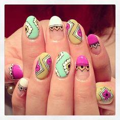 Multinational art nails