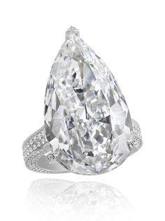 www.chopard.com, Chopard, engagement ring, engagement, diamond ring, pear shape diamond, gold ring, bride, bridal, fiance