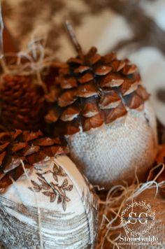 StoneGable: BURLAP AND TOILE ACORNS DIY