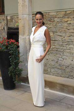 Eva González - Blog 'Las Tentaciones de Eva' 2012/2013 http://las-tentaciones-de-eva.blogs.elle.es/2013/09/06/vitoria-con-el-junior-masterchef/  mono es de Escada y el anillo de Aristocrazy.