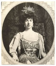 Citation: Gertrude Vanderbilt Whitney, ca. 1909 / unidentified photographer. Charles Scribner's Sons Art Reference Dept. records, Archives of American Art, Smithsonian Institution.
