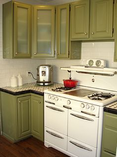 1924 English Cottage with vintage Wedgewood stove in Glendale, 539k