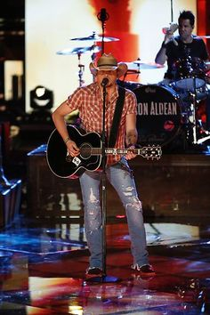 Country star Jason Aldean performs on results night. #TheVoice