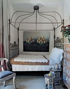 .Such a great antique bed..love it