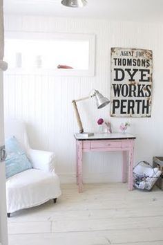 Love the table, pink and white!