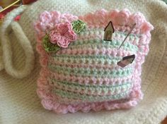 Free Pattern for this little pincushion