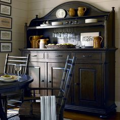 Kentucky Sideboard & Hutch