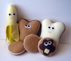 An adorable array of felt breakfast foods. #felt #crafts #food #felt_food #DIY #cute #kawaii #food #breakfast