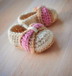 Crochet Pattern for Baby Booties Baby Bow Shoes :) #susiejcrochet