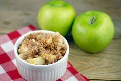 Granny Smith Apple Crisp sweetened with xylitol, topped with a cinnamony almond flour-coconut oil streusel -- a guilt-free splurge for after the Fast Metabolism Diet.