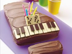 mom birthday, piano, chocolate bars, cake pan, white chocolate, dessert ideas, cake making, cake recipes, birthday cakes