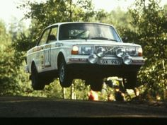 Hi flying 240 rally car
