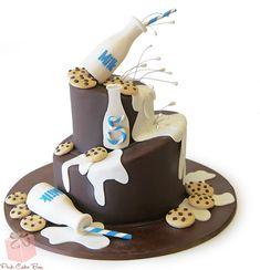 Milk and cookies cake with split milk and chocolate chip cookies!  #milk #cake #birthday