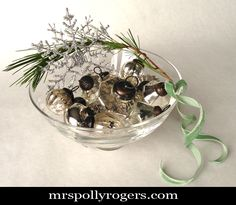 Click here to DIY Last Minute Holiday Decorating Ideas.  Blog Tutorial.  From MrsPollyRogers.com