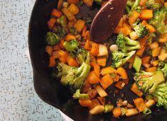 quick veggie stir fry sticky rice bowl | everybody likes sandwiches