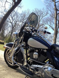 Side shot of FLHP with Long Ride Shield with flip and dark smoke tint on Wild One Chubby 508 Bars.