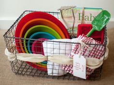 DIY Baby Shower Gift: Baby Food Making Kit >> http://www.diynetwork.com/decorating/6-perfect-baby-shower-gift-kits-you-can-make/pictures/index.html?soc=pinterest