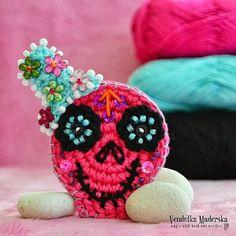 Pure Pinspiration from Vendulka Maderska! Sugar skull - Magic with hook and needles.   ☀CQ #crochet